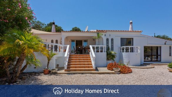 Front of the villa Algarve for rent