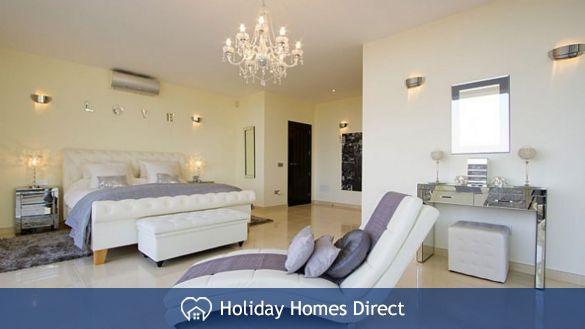 Villa insignia master bedroom in Lanzarote
