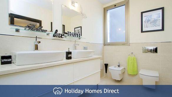 Villa insignia bathroom and mirrors in Lanzarote