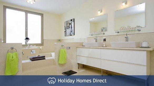 Villa insignia master bathroom in Lanzarote