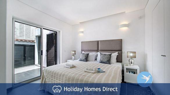Villa Lilly master bedroom on the Algarve