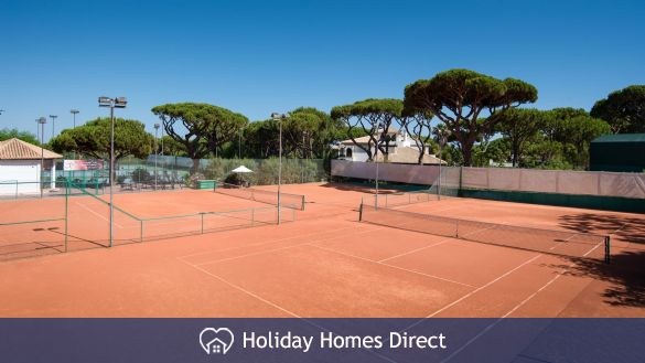Pine Cliffs Townhouses tennis courts in Portugal