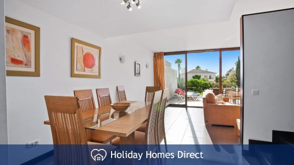 Dining room area in Casa Kerr on the Algarve