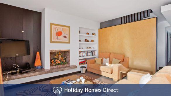 Indoor seating area in Casa Kerr on the Algarve