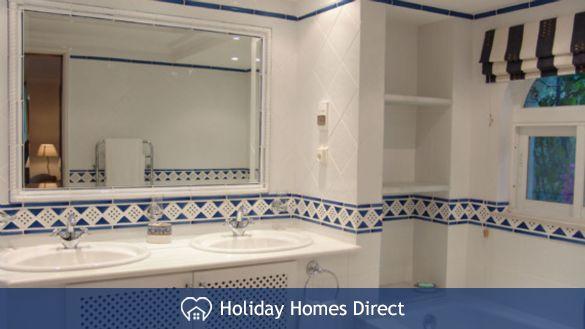 Double sink bathroom in 15-monte-golf