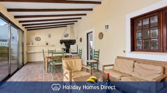 Villa lynx indoor dining and sitting room