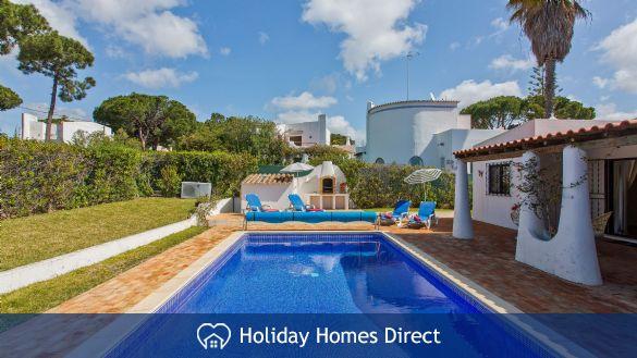 Villa Bella private swimming pool and garden