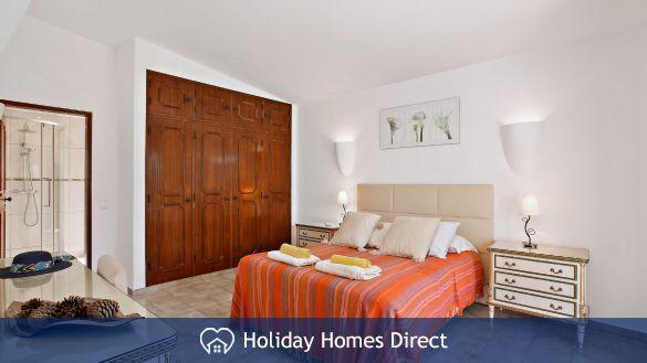 Villa Bella master bedroom in Vilamoura