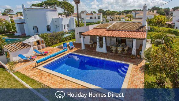 Villa Bella top view of private swimming pool