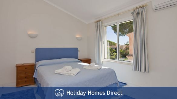 Villa Lima double bed bedroom in Portugal