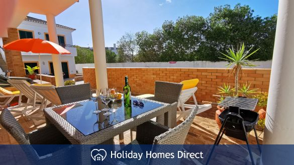 Sunny Patio, BBQ and sun loungers