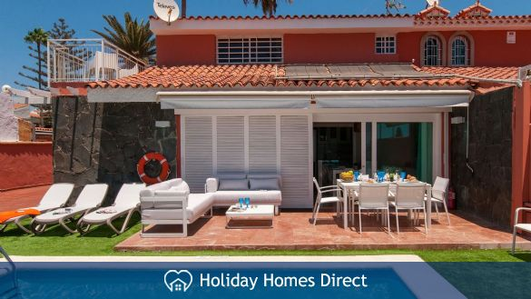 Holiday House Deluxe Villa at the Beach Front