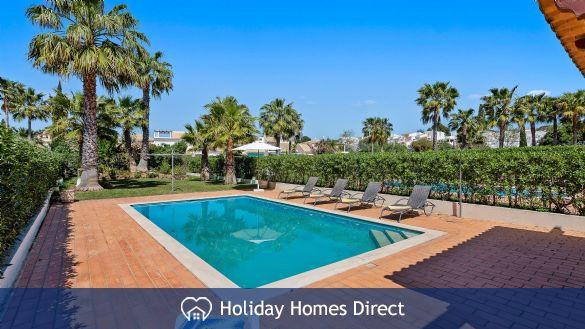 Villa Flora Private swimming pool on the Algarve