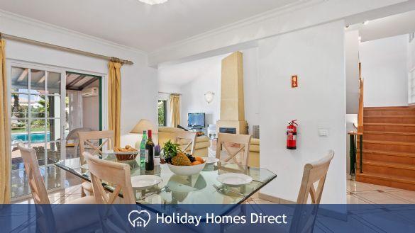 Villa Flora dining table on the Algarve