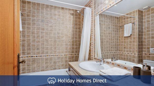 Villa Flora master bathroom on the Algarve
