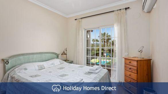 Villa Flora double bed bedroom on the Algarve
