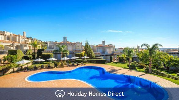 Swimming pool in Villa Almancil in the Algarve