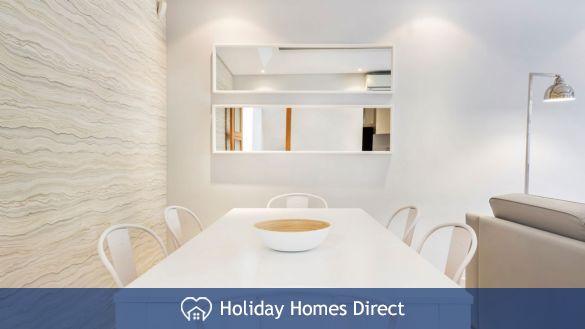 Kitchen table in Crest-Villas-Almancil