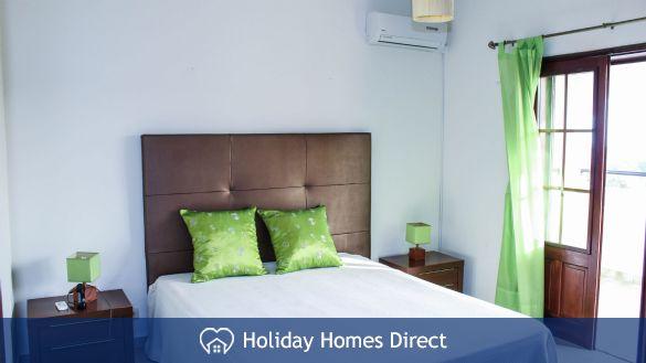 Villa Jasmin double bed bedroom on the Algarve