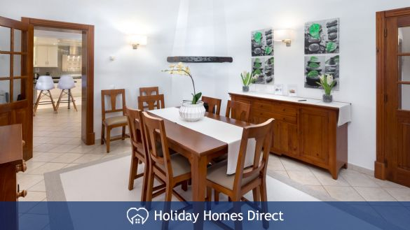 Dining room In Casa English on the Algarve