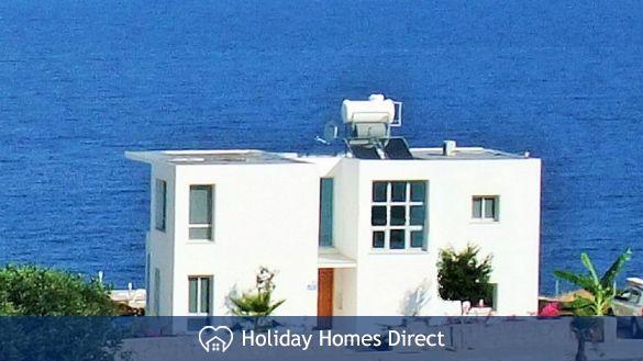 Blue Horizon villa with sea views!