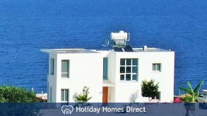 Blue Horizon villa with sea views!