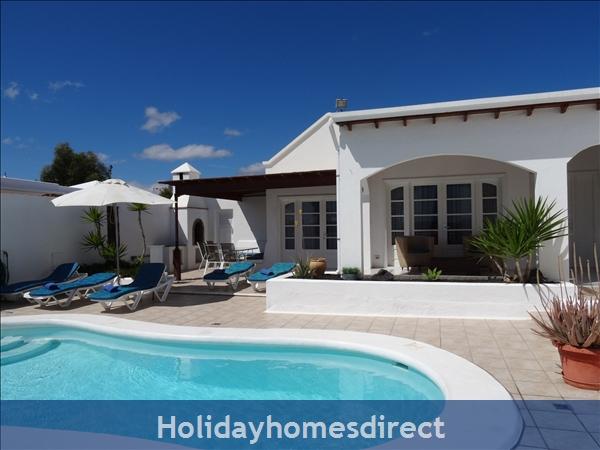 De Carrida alfesco dining and  new pool steps