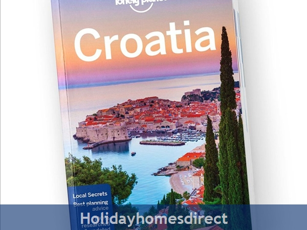 Penthouse Christina - 4 Star Holiday Homes Overlooking The Sea On Ciovo, Amazing Panoramic Views Of The Adriatic Sea: Free Lonely Planet with every booking
