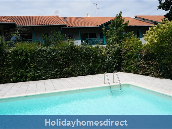4 Star Apartment: Exclusive, Idyllic, Close To Nature, Pool, South France Coast: Chez Ann Marie -2nd Floor Apartment with pool view
