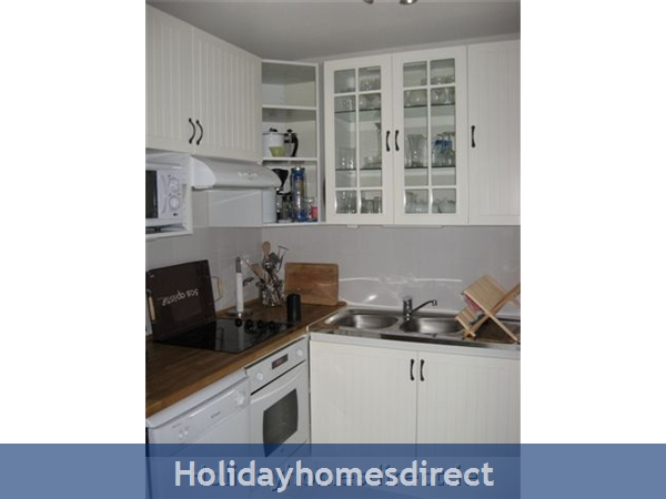 4 Star Apartment: Exclusive, Idyllic, Close To Nature, Pool, South France Coast: Kitchen