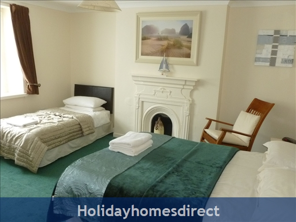 Dublin Apartment, Tourist Board Approved, One Bedroom Seaside Apartment, 10 Mins. City Centre. Wifi & Sky: Dublin 4 . Tourist Board Approved One bedroom Seaside Apartment 10 mins. city center  .WIFI SKY