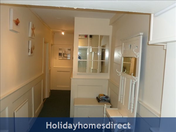 Dublin Apartment, Tourist Board Approved, One Bedroom Seaside Apartment, 10 Mins. City Centre. Wifi & Sky: sitting room