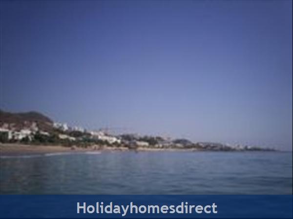 Spanish Tourism Approved Apt. That Feels Like A Villa!  Pool. Aircon ,free Wifi, Uk Tv Rte,  5 Mins Walk To Blue Flag Beaches, Restaurants, Shops Etc: Beach