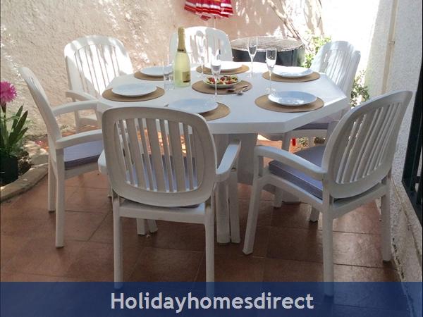 Spanish Tourism Approved Apt. That Feels Like A Villa!  Pool. Aircon ,free Wifi, Uk Tv Rte,  5 Mins Walk To Blue Flag Beaches, Restaurants, Shops Etc: Image 33