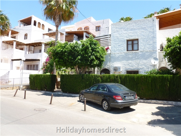 Spanish Tourism Approved Apt. That Feels Like A Villa!  Pool. Aircon ,free Wifi, Uk Tv Rte,  5 Mins Walk To Blue Flag Beaches, Restaurants, Shops Etc: Super winter sun  destination  with special rates  for  this Spacious garden Apartment 5 mins.walk t