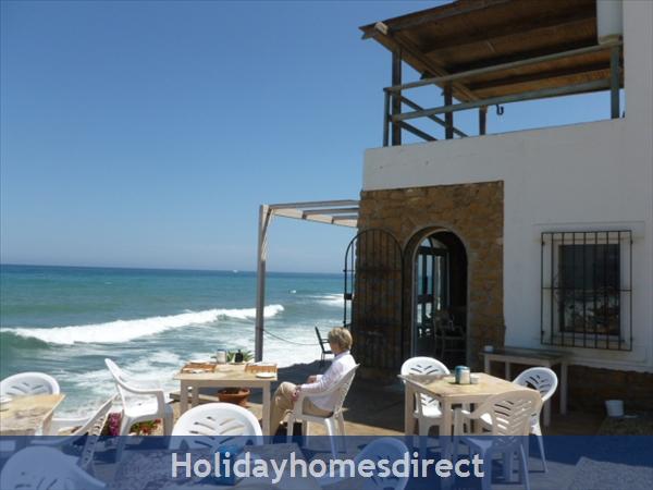 Spanish Tourism Approved Apt. That Feels Like A Villa!  Pool. Aircon ,free Wifi, Uk Tv Rte,  5 Mins Walk To Blue Flag Beaches, Restaurants, Shops Etc: Image 32