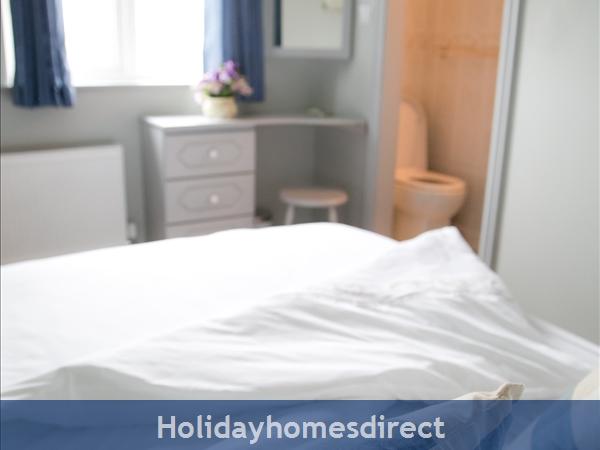 Pebble Beach, Sligo: Master Bedroom