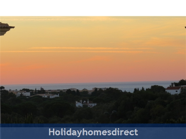 Parque Da Corcovada Luxury 2 Bedroom Apartment, Algarve: Sunrise from the kitchen