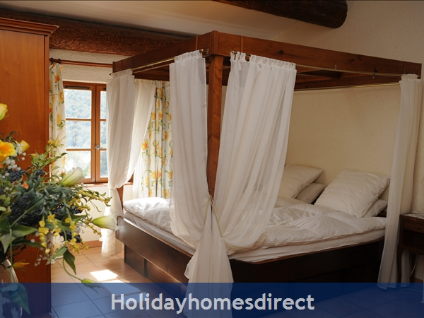 Mas St. Joseph, Provence Villa Rental: Master bedroom en-suite