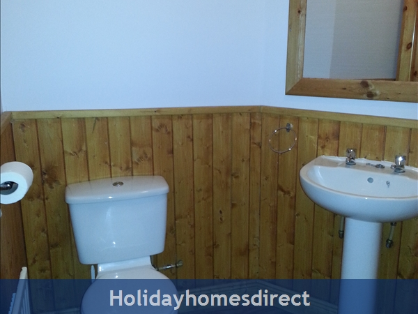 6 Bedroom House With Private Beach Access In Stunning Location: Ensuite Bathroom