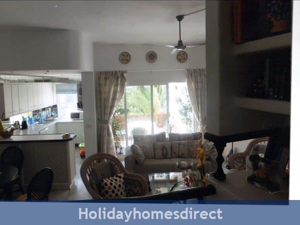 Puerto Cabopino, 2 Bed Air Conditioned Holiday Rental Home: Kitchen  and living room