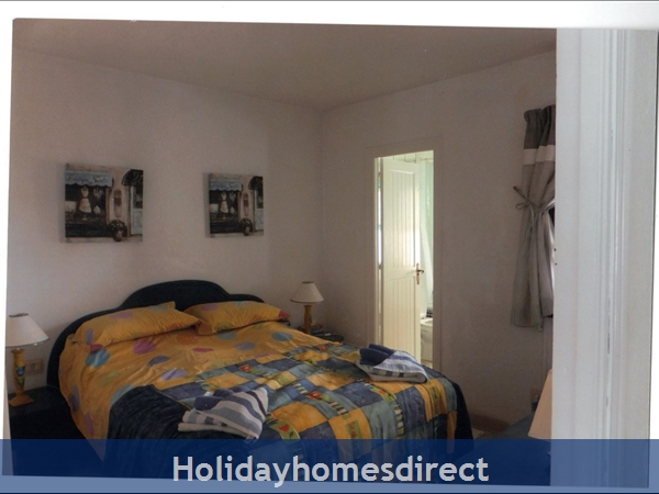 Puerto Cabopino, 2 Bed Air Conditioned Holiday Rental Home: Bedroom