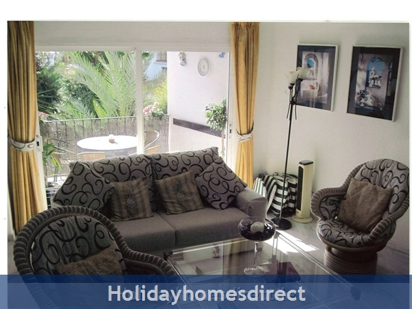 Puerto Cabopino, 2 Bed Air Conditioned Holiday Rental Home: Living room