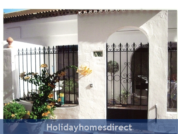 Puerto Cabopino, 2 Bed Air Conditioned Holiday Rental Home: Entrance