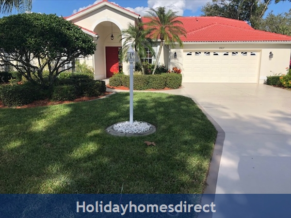 House in Sarasota, Florida With Free Golf