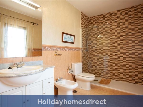 Villa Eileen, 4 Bed Villa In Lanzarote With Private Pool Sleeps 10: Master Bedroom En Suite