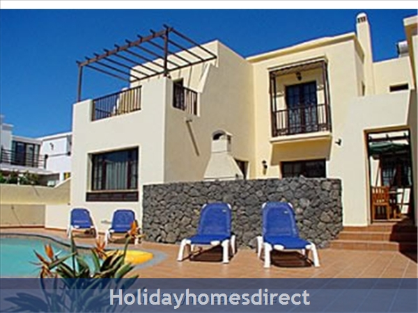 Villa Eileen, 4 Bed Villa in Lanzarote with Private Pool Sleeps 10, Free Air Con/WiFi