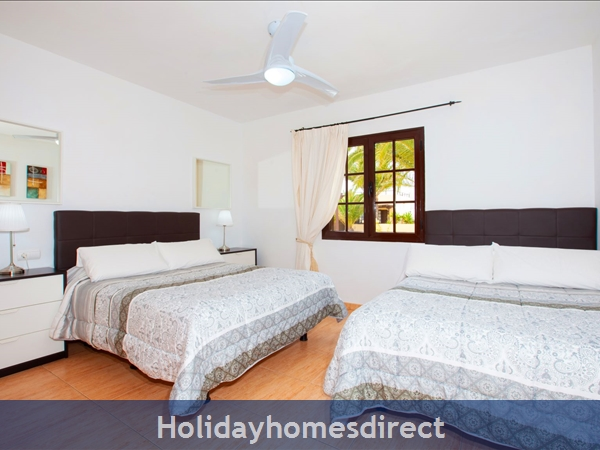 Twin Double Room with Air Con - sleeps 4