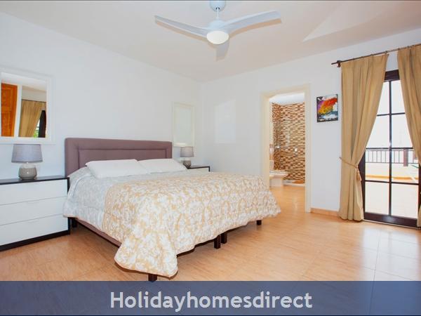 Villa Eileen, 4 Bed Villa In Lanzarote With Private Pool Sleeps 10: Master Bedroom en suite with Air Con