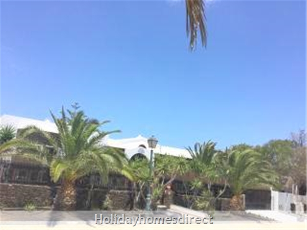 Luxury Tots Safe Villa With Secure Gated Pool Costa Teguise 4 Bed/3 Bath/private Htd Pool/play Area-we Take All Credit Cards For Just 1.5%: 700 metre to beach- 150 metre from bars etc